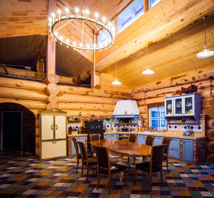 Cozinhas rústicas por Роял Вуд
