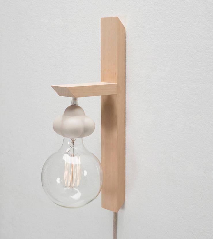 Atomo Lamp: Hogar de estilo  de Juan Ruiz-Rivas Estudio
