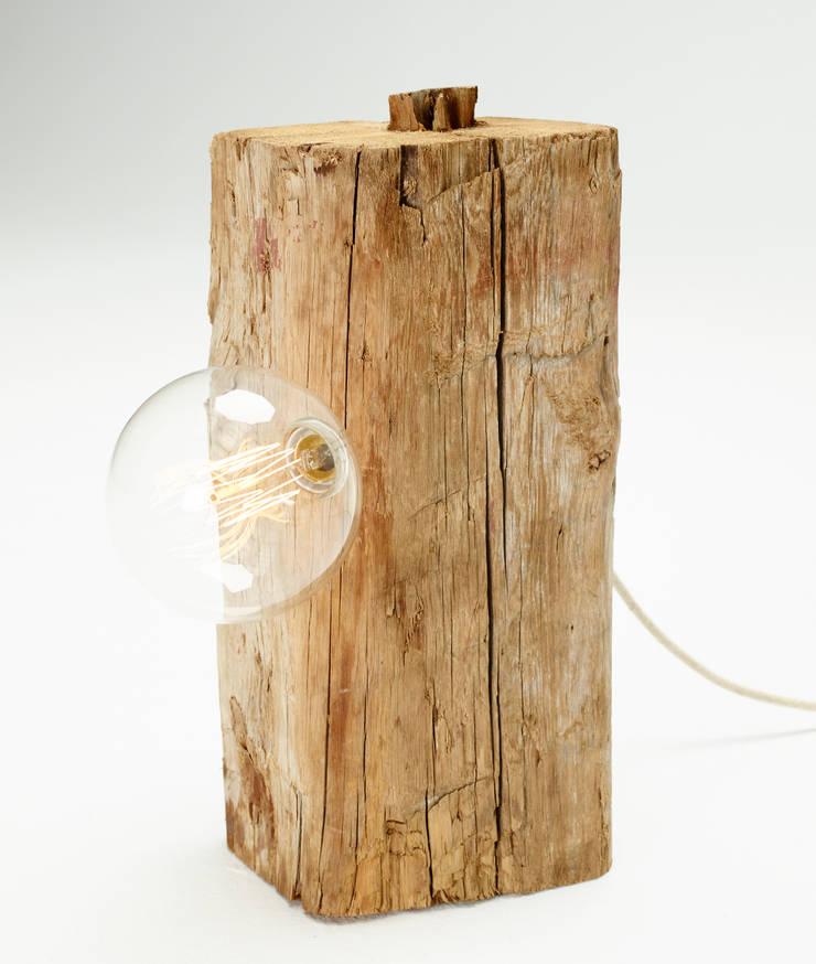 Bulb Lamp: Hogar de estilo  de Juan Ruiz-Rivas Estudio