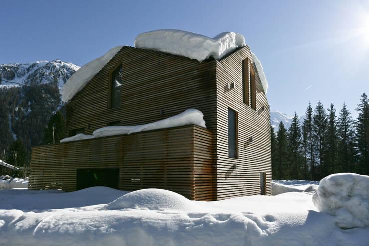 Chalet Piolet: Maisons de style  par Chevallier Architectes