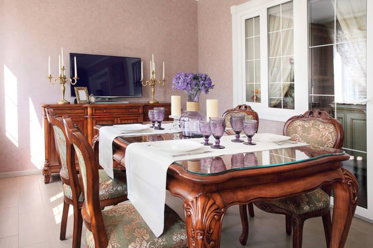 Частный дом в г. Колпино: Столовые комнаты в . Автор – Ivory Studio