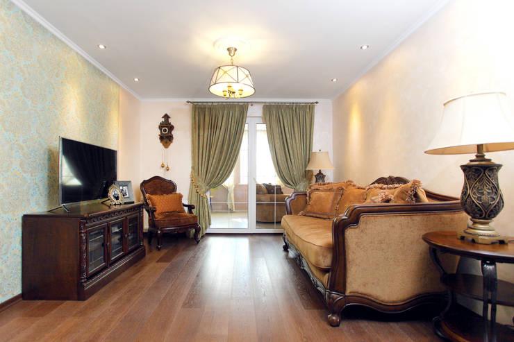 Частный дом в г. Колпино: Гостиная в . Автор – Ivory Studio