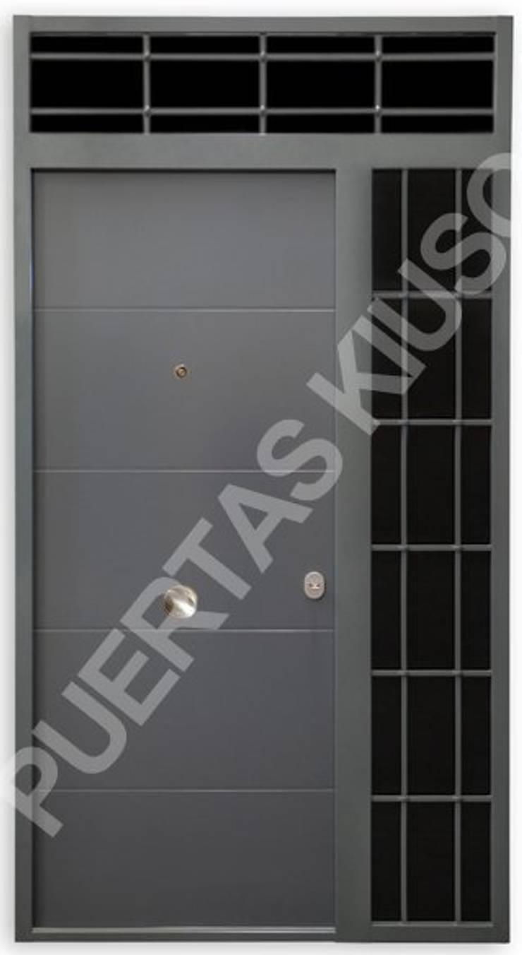 PUERTA MONTANTE 4: Puertas y ventanas de estilo  de PUERTAS KIUSO