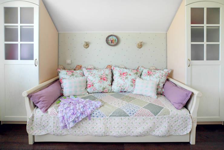 Частный дом в г. Колпино: Детские комнаты в . Автор – Ivory Studio