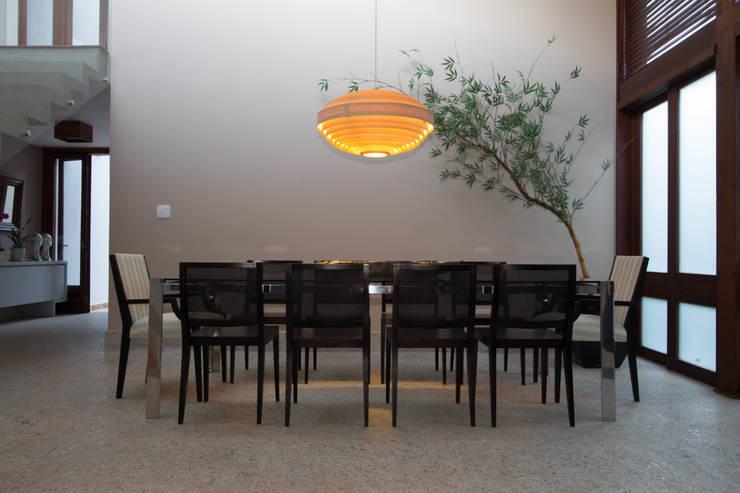 CASA MP: Salas de jantar  por Mutabile