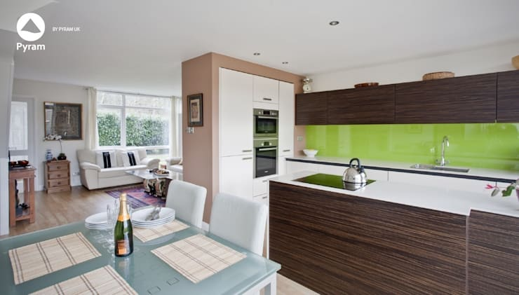 Small open plan Surrey house:  Kitchen by Pyram, Modern