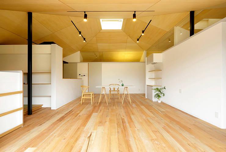 大きな屋根のいえ 北欧デザインの ダイニング の 株式会社ミユキデザイン(miyukidesign.inc) 北欧