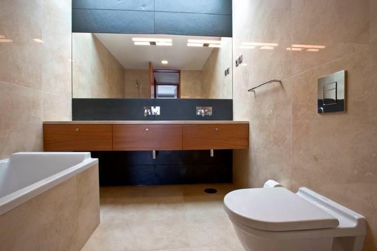 Casa SG: Casas de banho modernas por Atelier Lopes da Costa