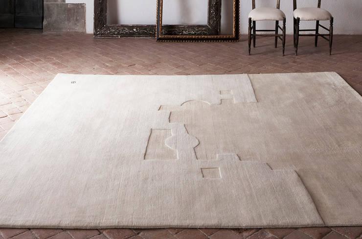 Alfombra Chillida Gravitación 1994 de Nanimarquina: Salones de estilo  de XETAI ALTZARIAK