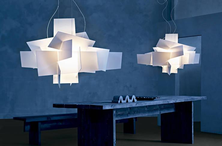 Lámpara Big Bang de Foscarini: Salones de estilo moderno de XETAI ALTZARIAK