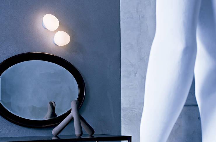 Lámpara Gregg pared / techo de Foscarini: Salones de estilo  de XETAI ALTZARIAK