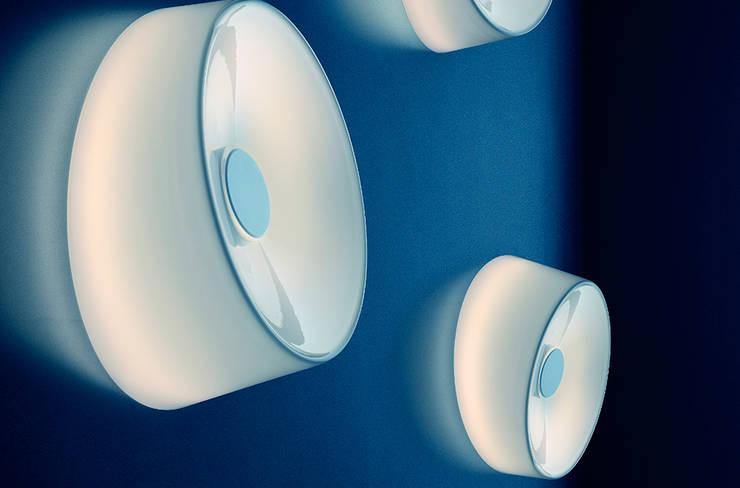 Lámpara Lumiere XXL + XXS pared / techo de Foscarini: Salones de estilo moderno de XETAI ALTZARIAK