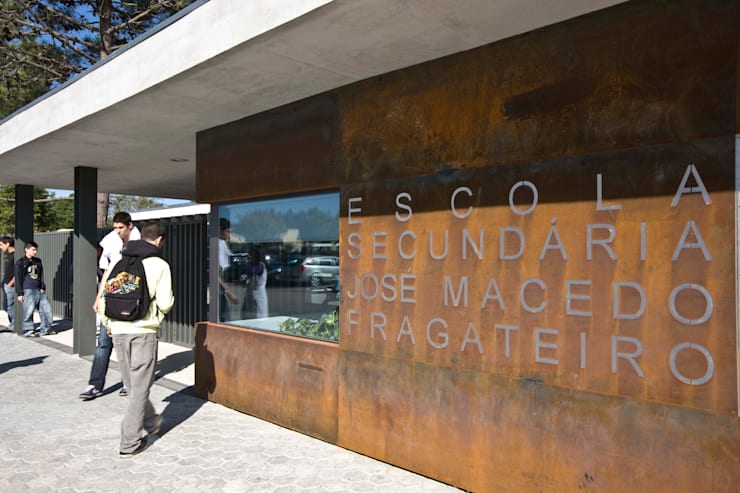 Escola Secundária José Macedo Fragateiro:   por Atelier Lopes da Costa
