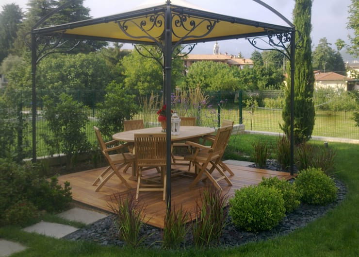 Realizzazioni: Terrazza in stile  di Ravanelli Giardini