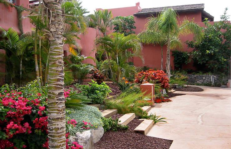 Abama Resort: Jardines de estilo tropical de Estudio de paisajismo 2R PAISAJE