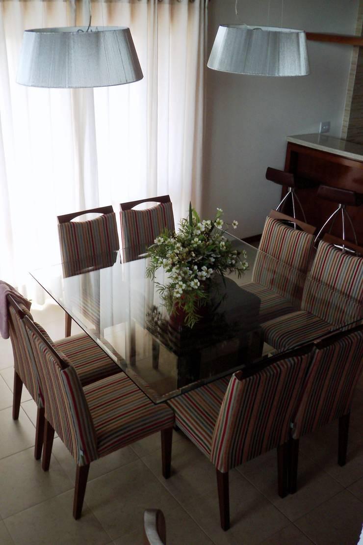 Cobertura Zona Norte: Salas de jantar  por Elaine Medeiros Borges design de interiores