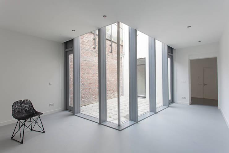 de (drie) Moriaen(en):  Woonkamer door architectenbureau Huib Koman (abHK)
