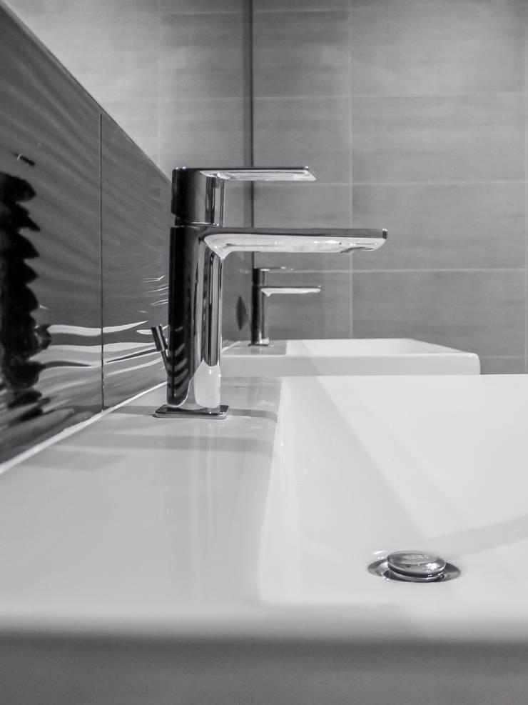 Łazienka, dom jednorodzinny, Słubice: styl , w kategorii Łazienka zaprojektowany przez Sałata-Pracownia Architektury Wnętrz