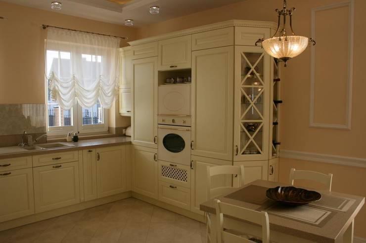 Dom klasyczny: styl , w kategorii Kuchnia zaprojektowany przez 1Architekt Magdalena Mirek-Roszkowska