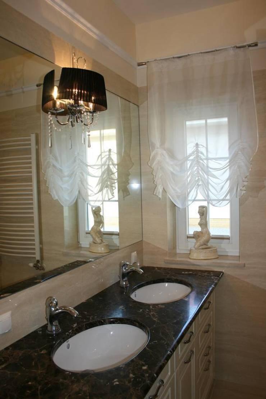 Dom klasyczny: styl , w kategorii Łazienka zaprojektowany przez 1Architekt Magdalena Mirek-Roszkowska