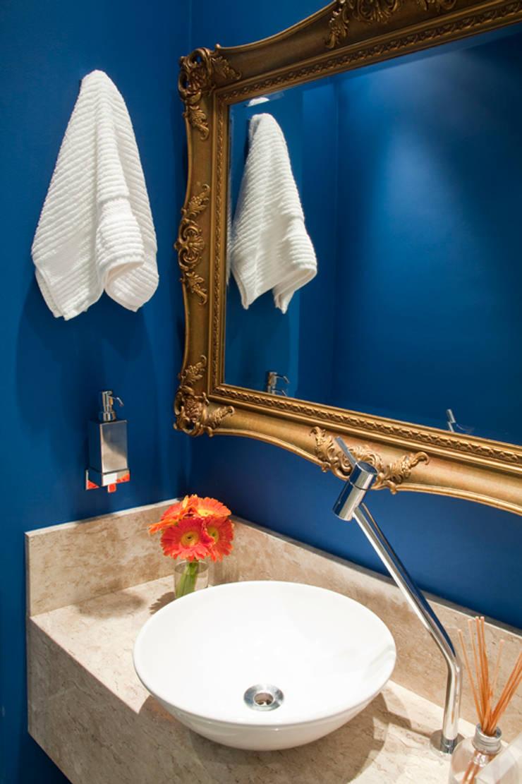 Lavabo Color Break: Banheiro  por Vanessa Cravo Arquitetura