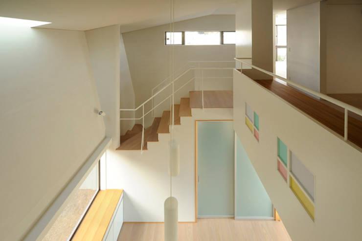 house Y: フカサワマサキ建築事務所が手掛けた廊下 & 玄関です。