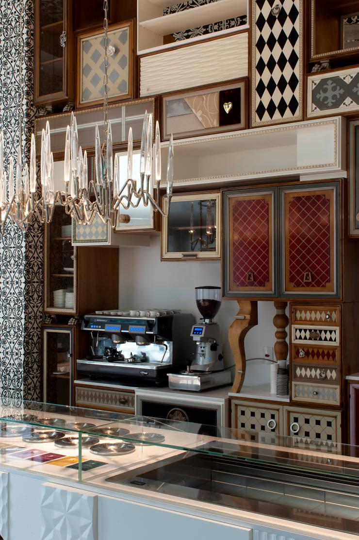 Sorveteria de Luxo Gelato Boutique : Cozinhas  por STUDIO CAMILA VALENTINI