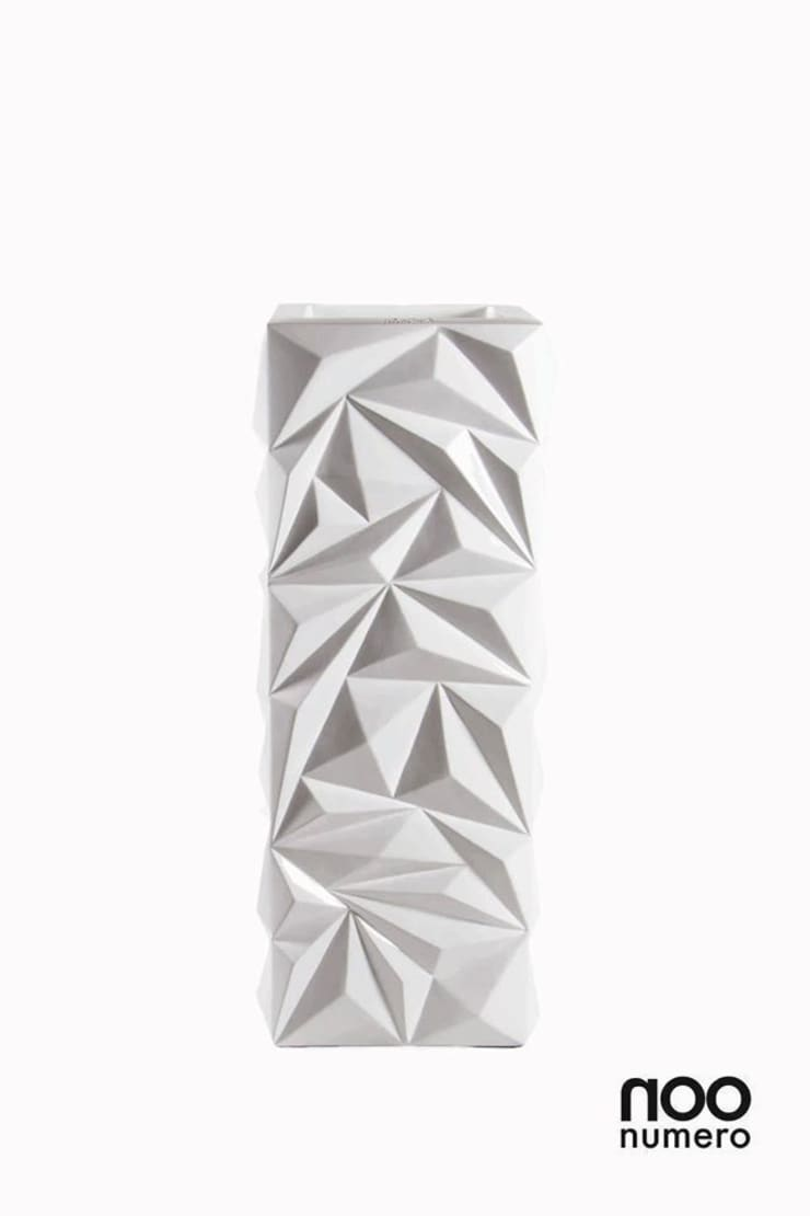 Triangle Vase: modern  by Numero Living, Modern