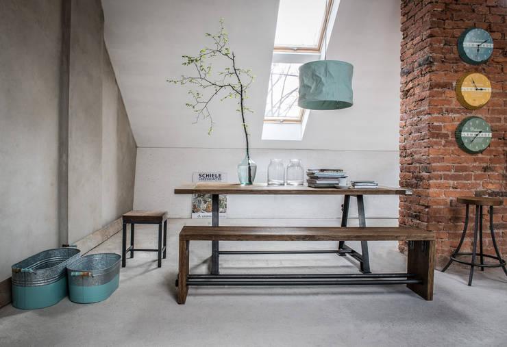 Stół Industrialny A-Frame: styl , w kategorii Jadalnia zaprojektowany przez Kornik