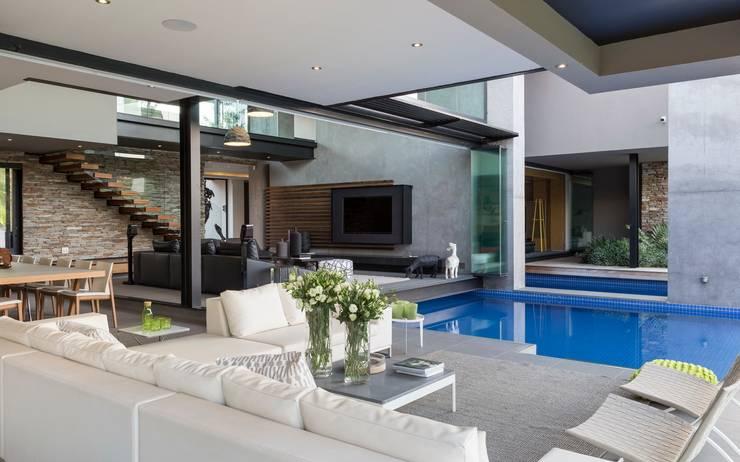 Terraços  por Nico Van Der Meulen Architects