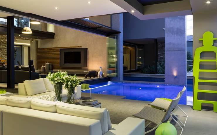 Terrazas de estilo  por Nico Van Der Meulen Architects