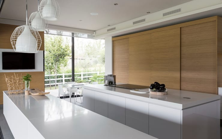 ห้องครัว by Nico Van Der Meulen Architects