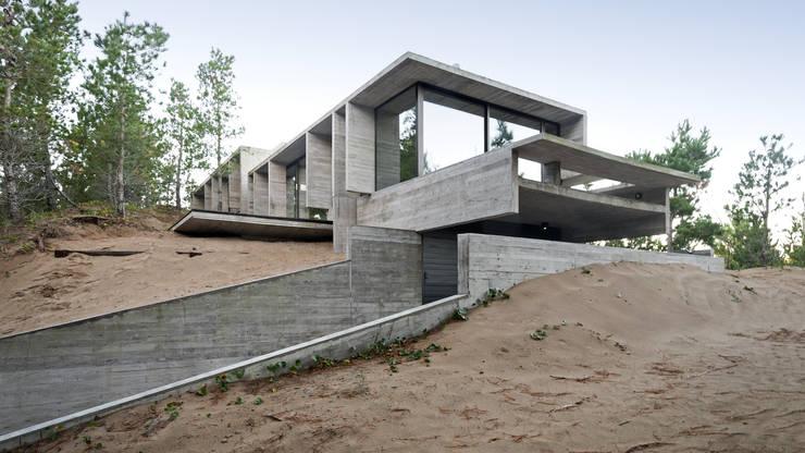 Houses by Besonías Almeida arquitectos