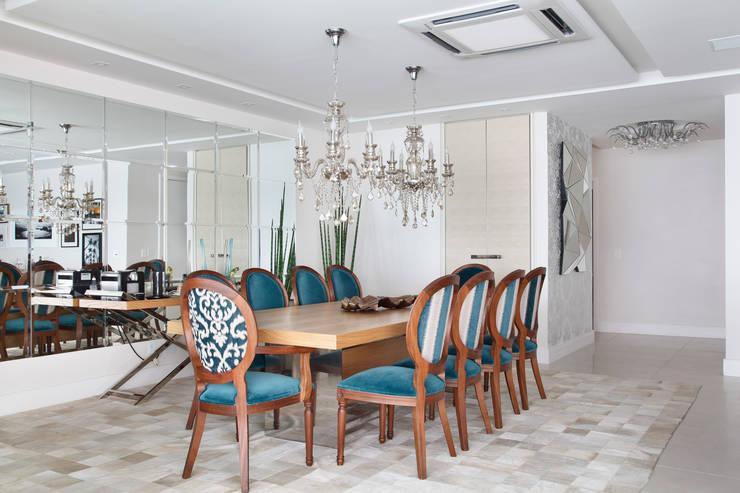 Apartamento na Barra da Tijuca: Salas de jantar  por Ana Adriano Design de Interiores