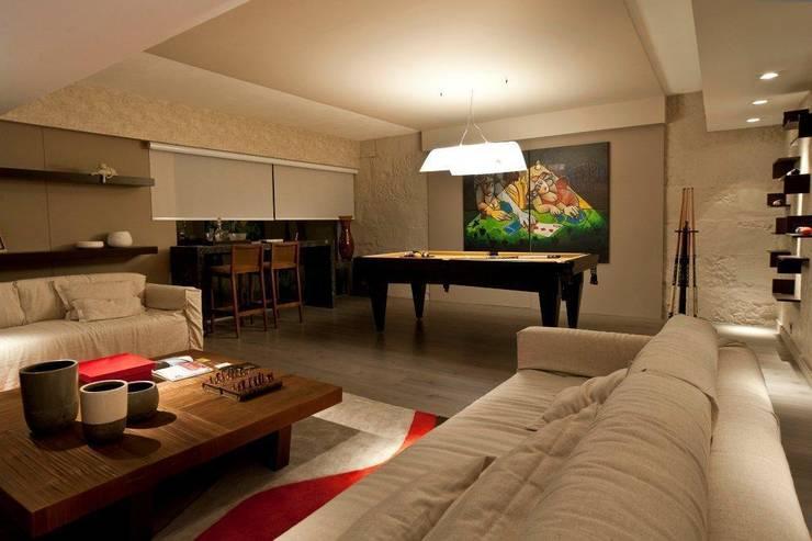 SALA DE JOGOS: Salas de estar modernas por Adriane Cesa Arquitetura