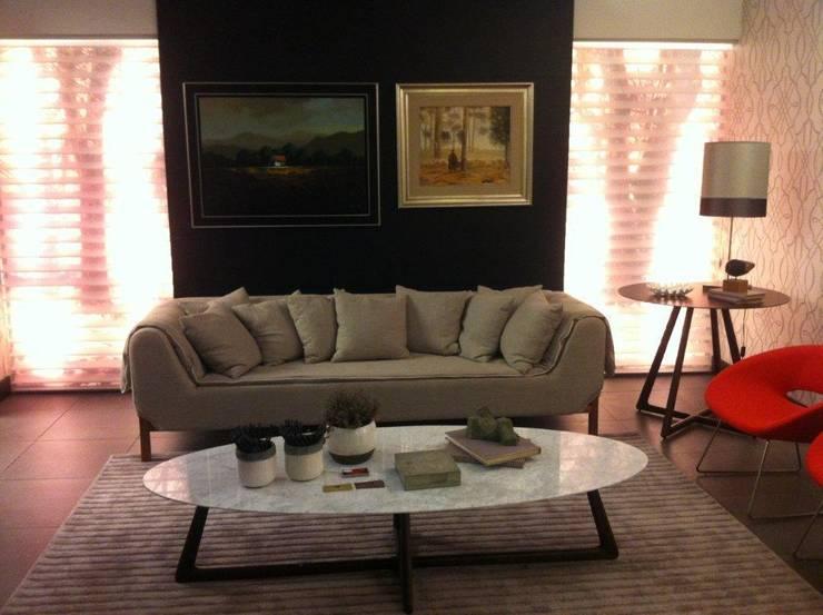 SALA DE ESTAR_2: Salas de estar  por Adriane Cesa Arquitetura