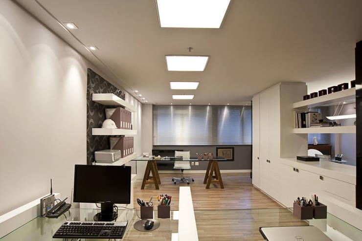 Study/office by Adriane Cesa Arquitetura,