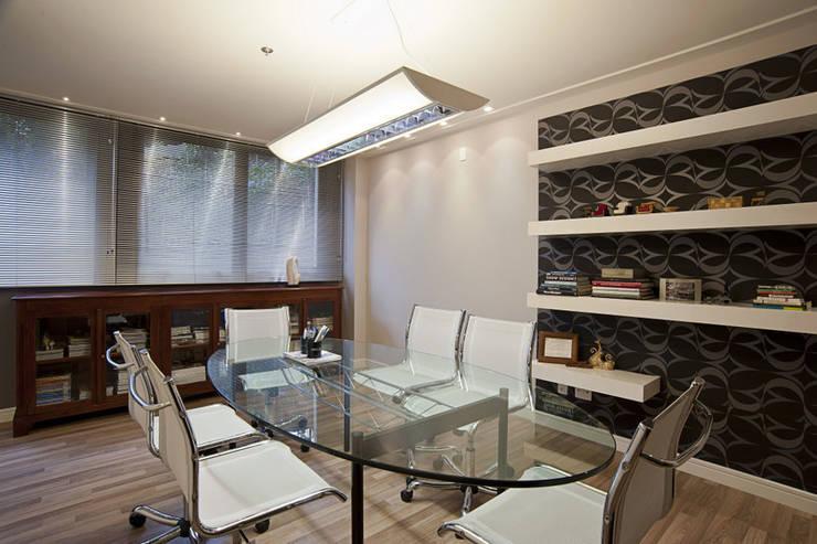 Bureau de style  par Adriane Cesa Arquitetura,