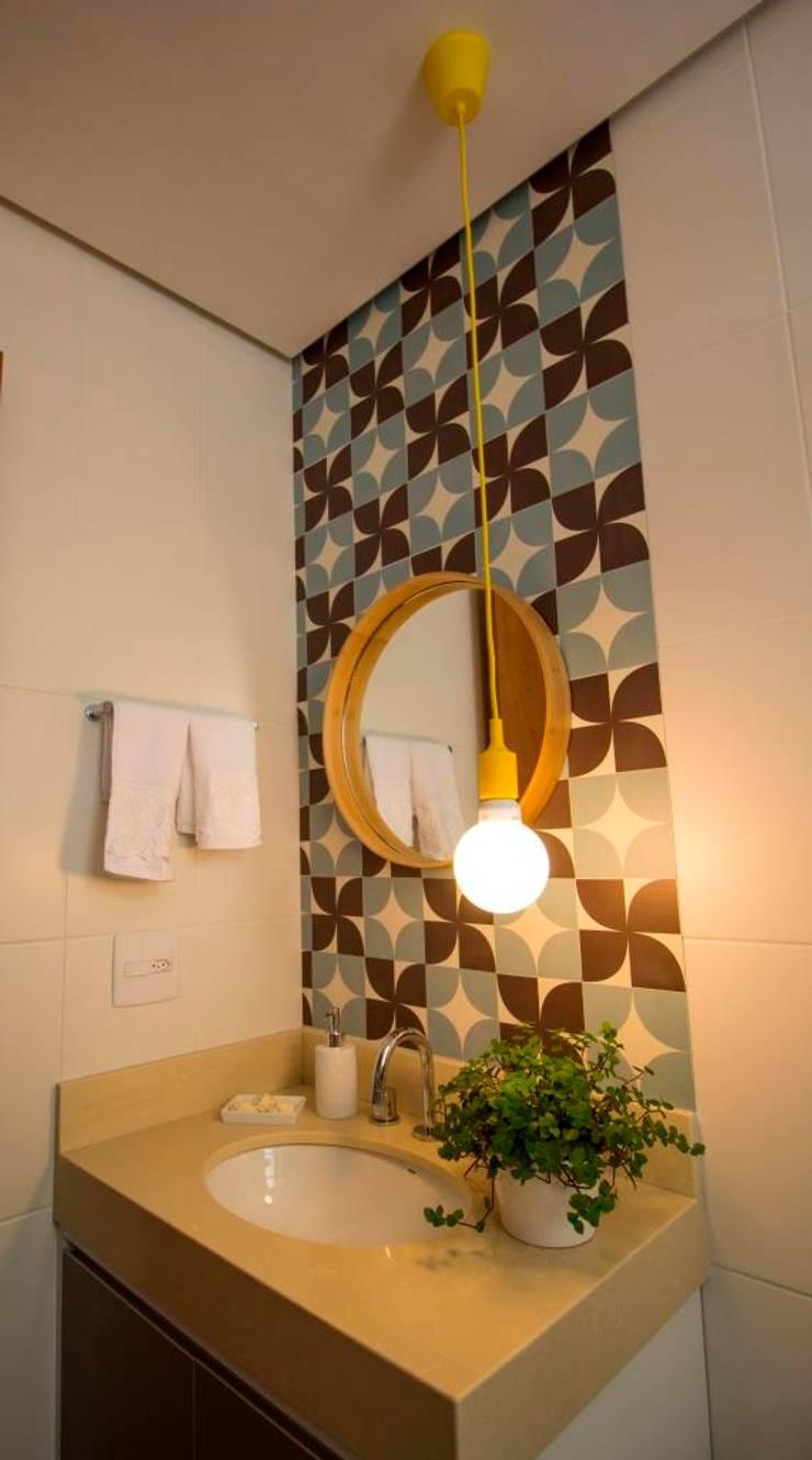 Apartamento Tamboré: Banheiros  por Le Haus - Arquitetura +Design