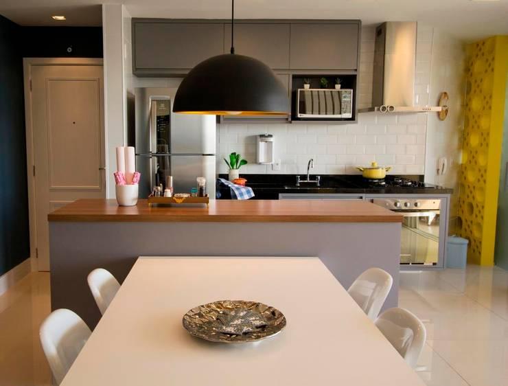 Apartamento Tamboré: Cozinhas  por Le Haus - Arquitetura +Design
