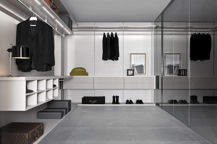Anteprima Walk In Wardrobe:  Dressing room by Campbell Watson,