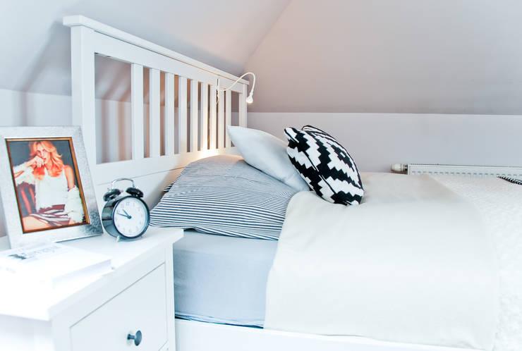 APARTAMENT NASTOLATKI SKRZYPACZKI: styl , w kategorii Sypialnia zaprojektowany przez YNOX Architektura Wnętrz