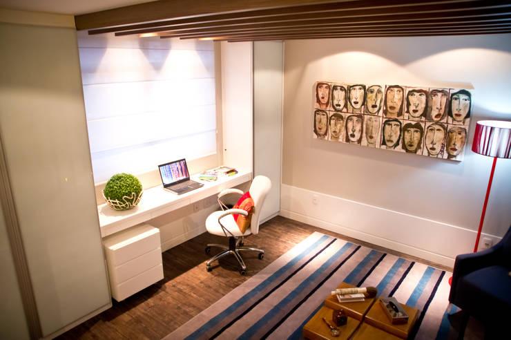 CONSULTÓRIO DE PSICOLOGIA: Escritório e loja  por Joana & Manoela Arquitetura