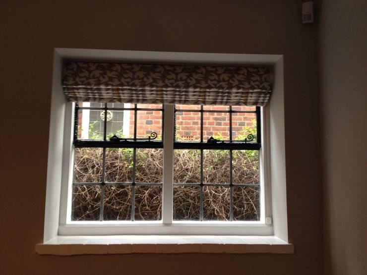 Puertas y ventanas de estilo clásico de WAFFLE Design