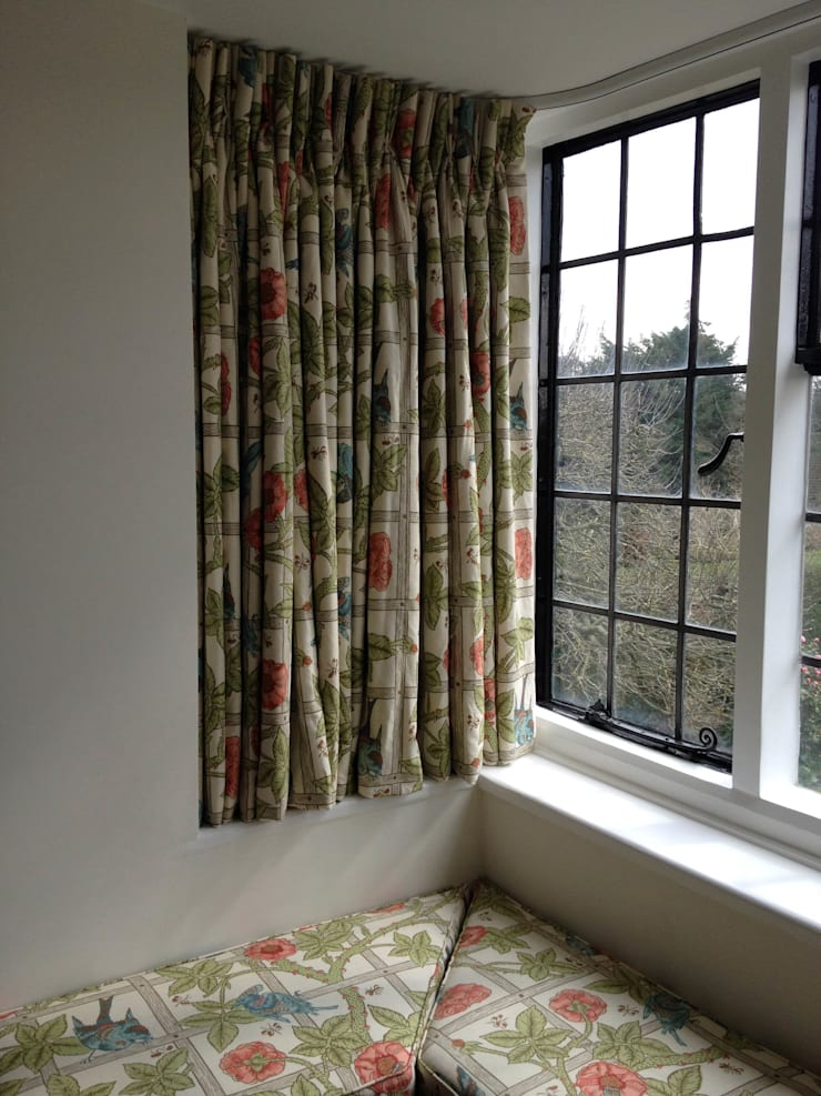 Bay Window William Morris Sill length  Curtains: classic  by WAFFLE Design, Classic