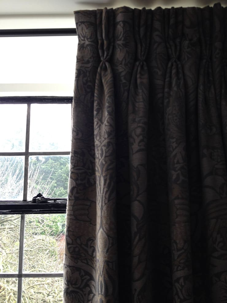 Hand pleated Pinch Pleat Interlined curtains: classic  by WAFFLE Design, Classic