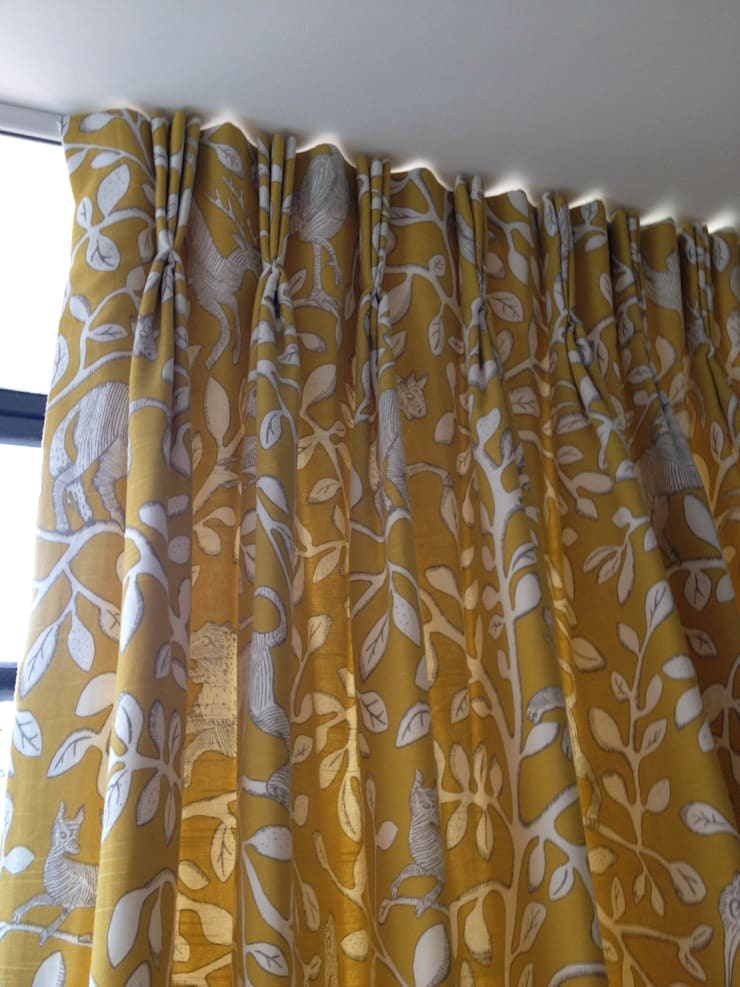 Hand Pleated Interlined Curtains: classic  by WAFFLE Design, Classic