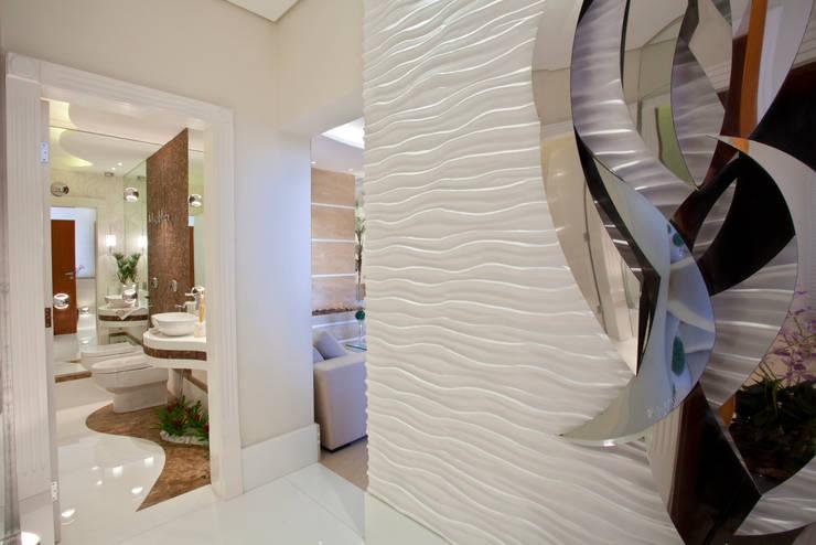 Apartamento Jatobá: Corredores e halls de entrada  por Designer de Interiores e Paisagista Iara Kílaris
