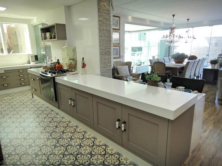 Cozinhas clássicas por Gabriela Herde Arquitetura & Design
