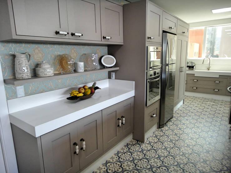 Showkitchen: Cozinhas clássicas por Gabriela Herde Arquitetura & Design